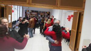 Descrição da imagem: Oficina de danças gaúchas. Vários casais dançando. Fim da descrição