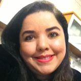 Descrição da imagem: Foto de perfil. Raquel tem pele clara cabelos pretos lisos na altura dos ombros. Fim da descrição.